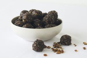 This 2-pack of Chocolate Sea Salt Energy Bites is sure to satisfy your taste buds with a combination of pecans, chocolate and sea salt. Enjoy this savory snack on-the-go.